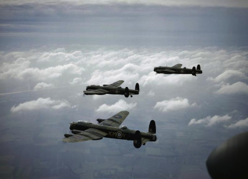 Lancaster_B_MkI_44_Sqn_RAF_in_flight_1942.jpg
